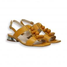 Sandalo pelle ocra e pietre tacco specchio 20 mm. fondo cuoio