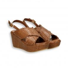 Sandalo pelle intrecciata cuoio zeppa 60 mm. fondo gomma