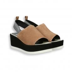 Sandalo fascia camoscio sabbia e zeppa nero 95 mm. fondo gomma