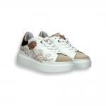 Sneaker pelle bianca e ricamo floreale laminato cipria