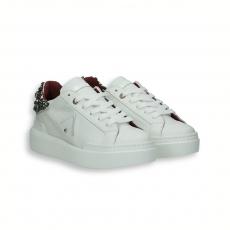 Sneaker pelle bianco e pietre sul retro fondo gomma